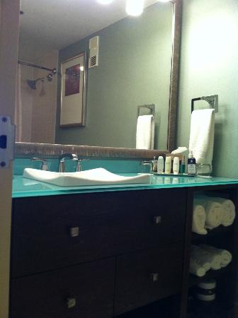 Omni Corpus Christi Hotel: View of the bathroom