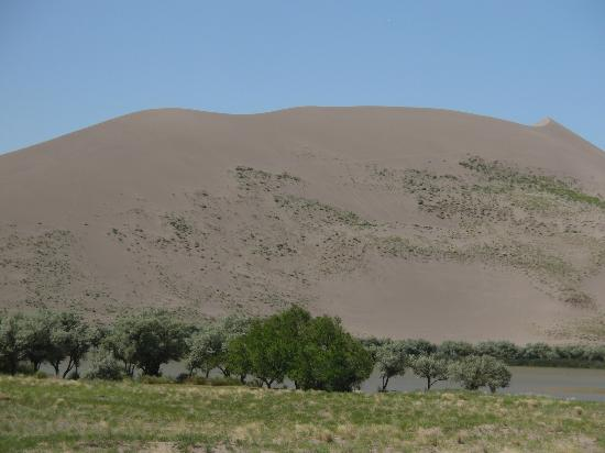 Bruneau Dunes State Park: lake in front of sand dune