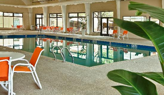 Holiday Inn Gurnee Convention Center: Full size indoor pool