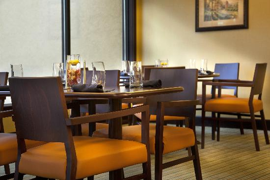 Holiday Inn Gurnee Convention Center: Our onsite restaurant serves breakfast, lunch and dinner.