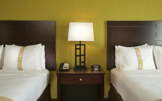 Holiday Inn Gurnee Convention Center: We offer 210 newly renovated, contemporary guest rooms