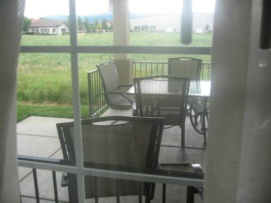 Candlewood Suites Medford: Patio outside window-noisy guests sit & chat all night