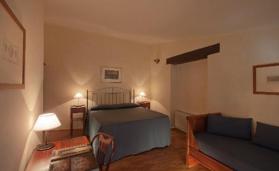 Hotel L'Antico Pozzo: room Petrarca
