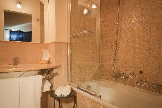 لنتيكو بوتزو: bathroom