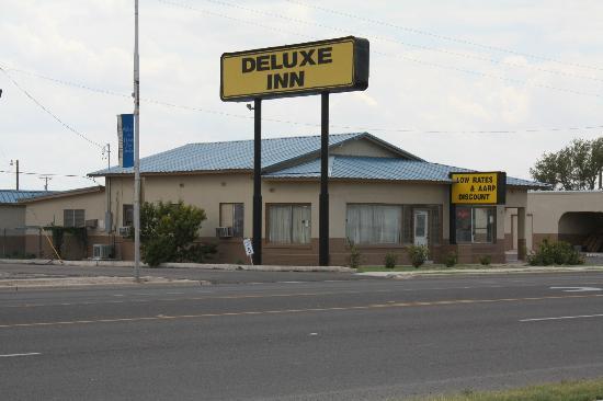 Deluxe Inn: Proper View.