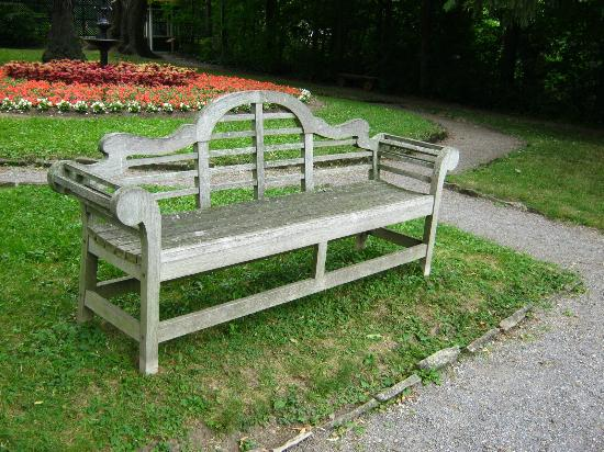 Bellevue House National Historic Site: Garden bench