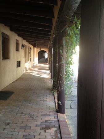 Sagebrush Inn & Suites: Hallway