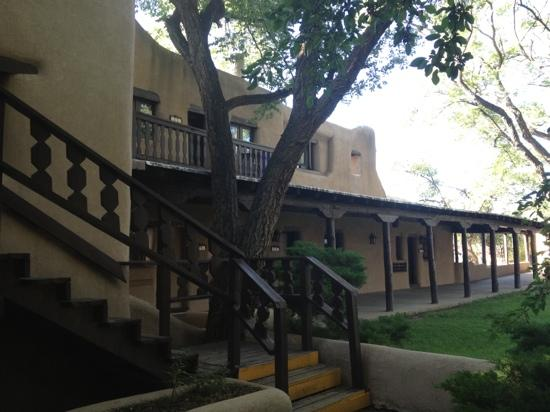 Sagebrush Inn & Suites: Adobe building