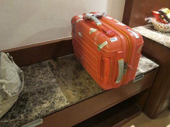 Grand Sakura Hotel: clearly not enough space for my cabin size luggage.