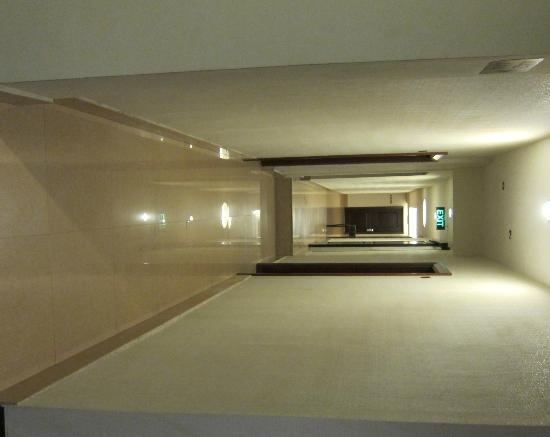 Grand Sakura Hotel: narrow corridors