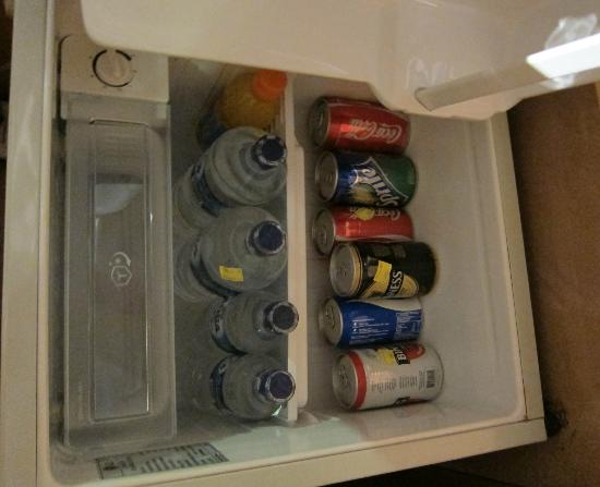 Grand Sakura Hotel: fridge is full, no space for my own drinks