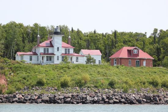 Apostle Islands : Raspberry Island lighthouse and home