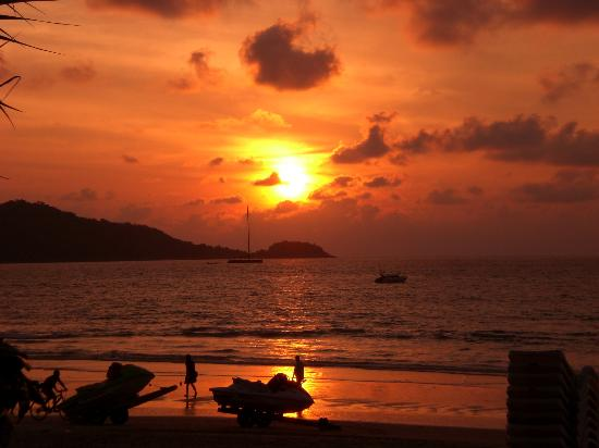 Andaman Bangtao Bay Resort: sunset