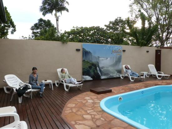 Residencial Noelia Hostel: piscina