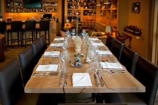 Copperleaf Restaurant at Cedarbrook Lodge: The Tuscan table in Copperleaf Bar adds an element of dining fun.