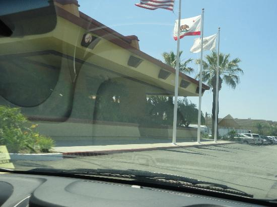 DoubleTree by Hilton Hotel Ontario Airport: front of hotel