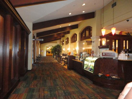 DoubleTree by Hilton Hotel Ontario Airport: hall way