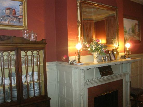 The Oliver Inn: A view of the dining room mantle