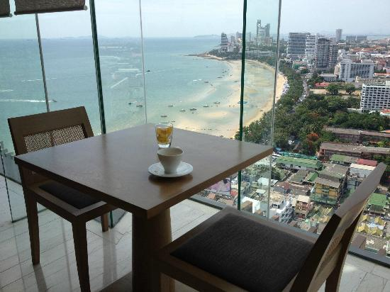 Hilton Pattaya: view in executive lounge