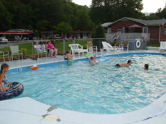 A Holiday Motel: Splash in our large pool