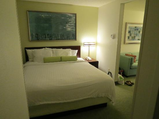 SpringHill Suites Seattle South/Renton: king size bed, space separator