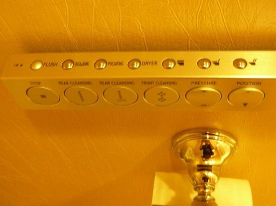 Hotel Mulia Senayan, Jakarta: The fascinating feature - toilet seat controls