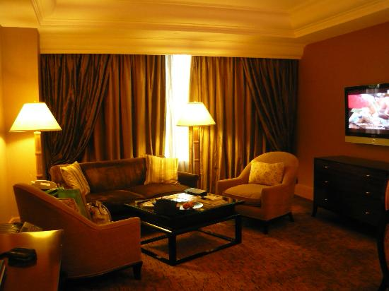 Hotel Mulia Senayan: The Living Room Area