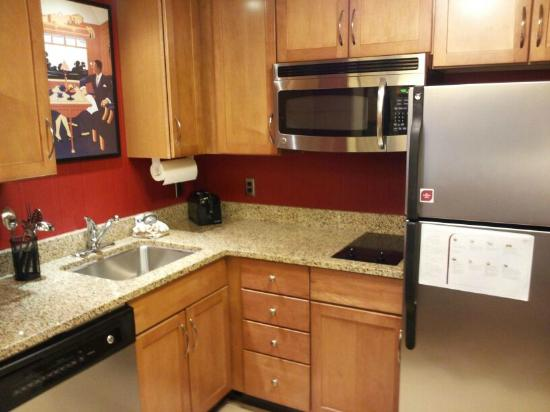 Residence Inn Columbus Downtown: Suite kitchen