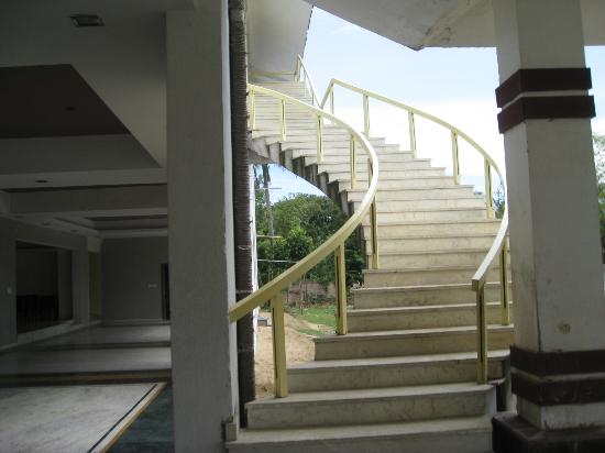 Kings Crown Hotel: stairs