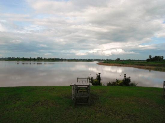 Uthai River Lake Resort : View of the Nong Khunma Lake