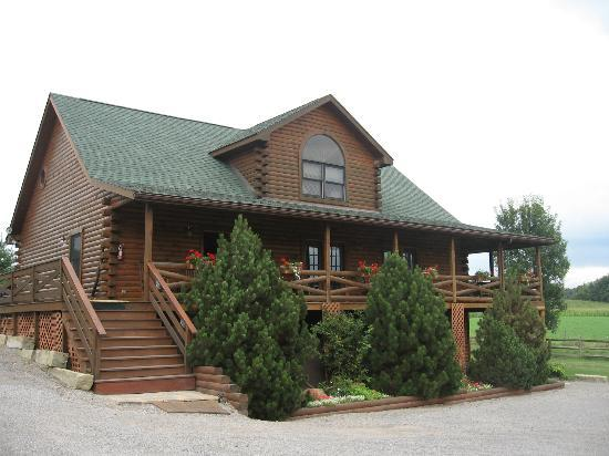 Fields of Home Lodge and Cabins: Main Cabin