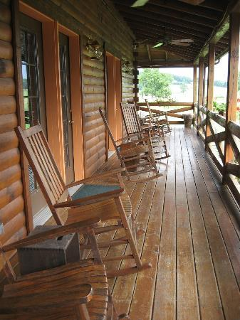 ‪‪Fields of Home Lodge and Cabins‬: Main Cabin Porch‬