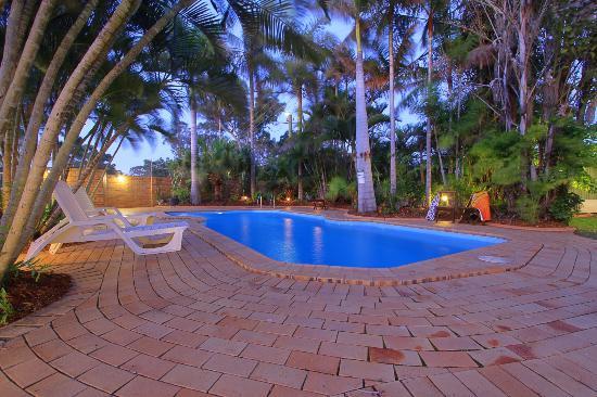 Moore Park Beach Motel: Salt water pool with spa