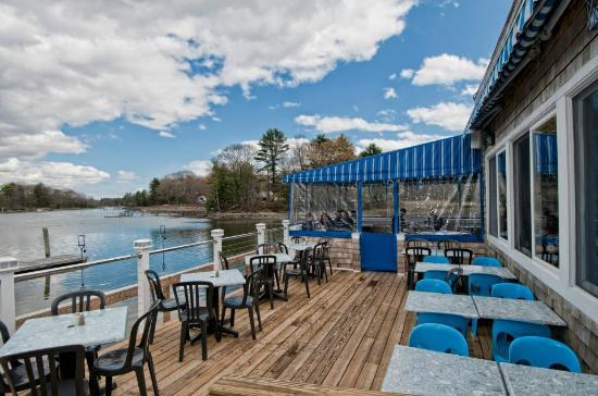 BG's Boathouse : the deck!