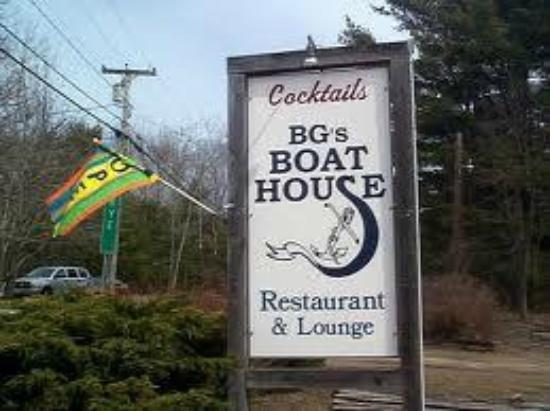 BG's Boathouse: front sign!