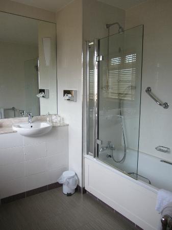 Caledonian Hotel Newcastle: Bathroom