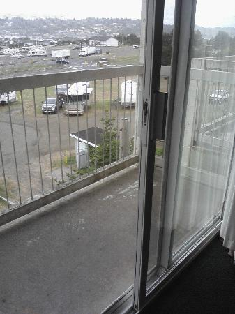 Motel 6 Newport: A wee little balcony