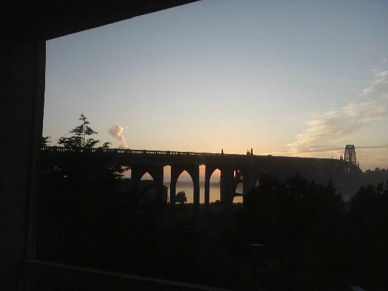 Motel 6 Newport: another pretty view of the bridge