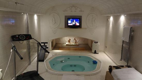 Hotel Opera Roma : Private Pool inside the suite for your pleasure