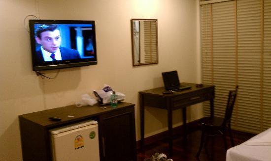 Lodge 61: desk tv ac is good