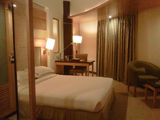 The Peninsula Grand Hotel: My lovely room