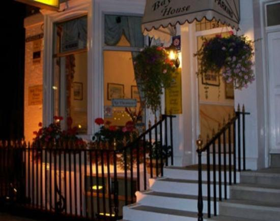 Bay View Hotel Weymouth : bayview by night