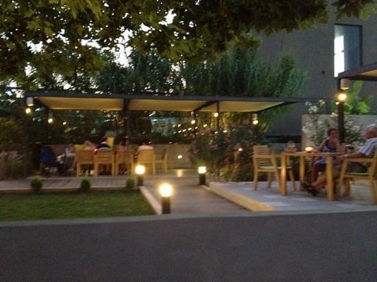 Stavlos Restaurant: Stavlos terrasse
