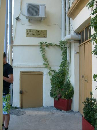 Theatre Hostel: Entrance of the hostel