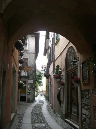 Piccolo Hotel Olina: rue du centre d'orta
