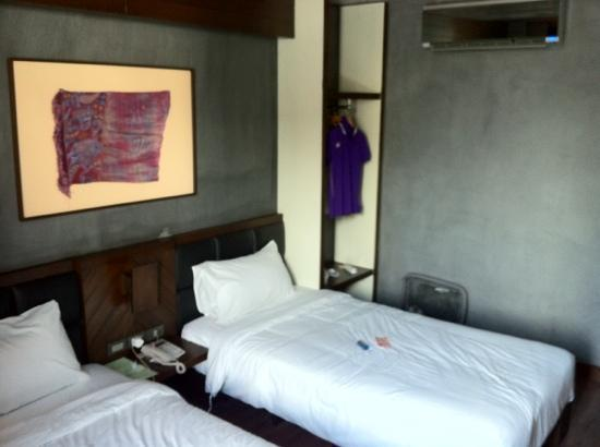 B2 Santitham Boutique & Budget Hotel: Twin bed spacious room