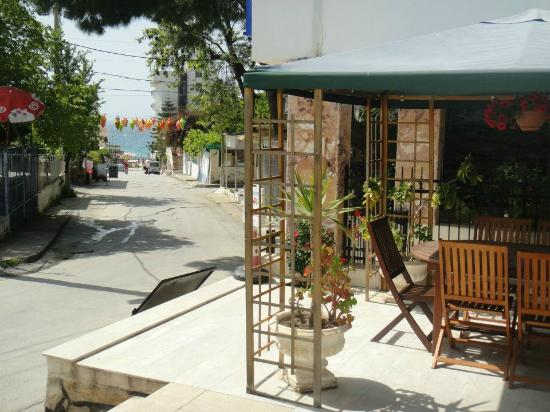 Ponz Bar Restaurant : 80 metres off the beach - Asena hotel at the bottom of the road