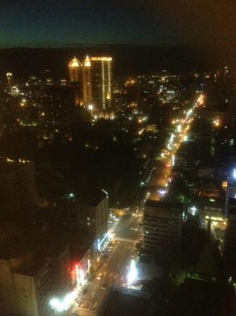 Grand Hi-Lai Hotel Kaohsiung : Night view from 30th storey room