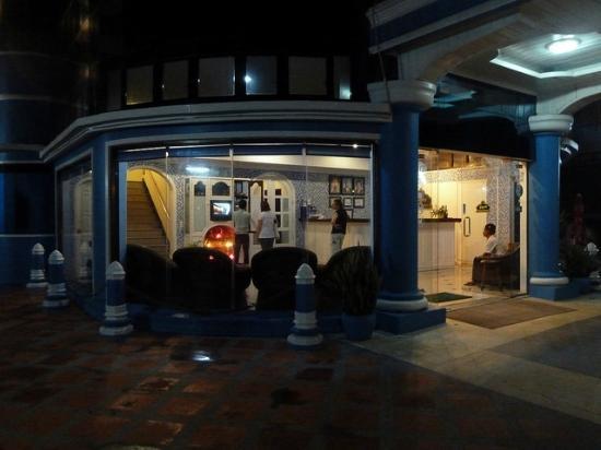 Crystal Hotel: Лобби отеля на первом этаже