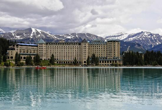 Fairmont Chateau Lake Louise: vista desde el lago